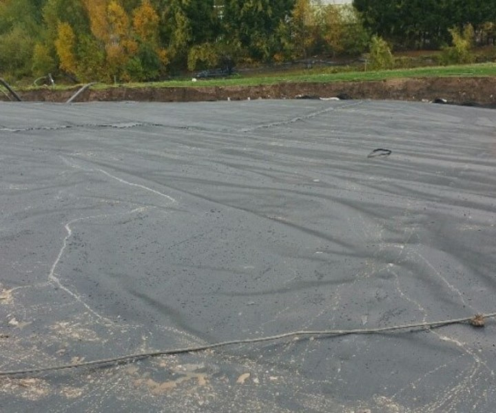 The capping layers comprised 300mm regulating layer excavated from on-site stockpiles. This was overlain by a 1mm thick welded Linear Low Density Polyethylene (LLDPE) geomembrane liner, a Geosynthetic Drainage Layer (GDL) and 1m thickness of restoration soils.